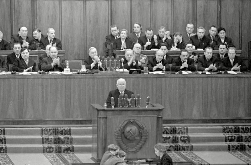 Как появился культ Сталина в СССР на фоне репрессий и голода