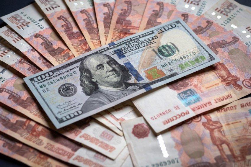 Россиянам придется скупать доллары без оглядки на курс