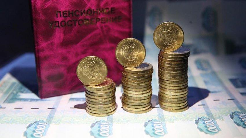 Какой размер пенсий положен работающим пенсионерам в России в 2021 году