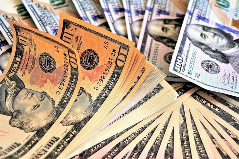Эксперты рассказали, избавляться ли от доллара в 2021 году
