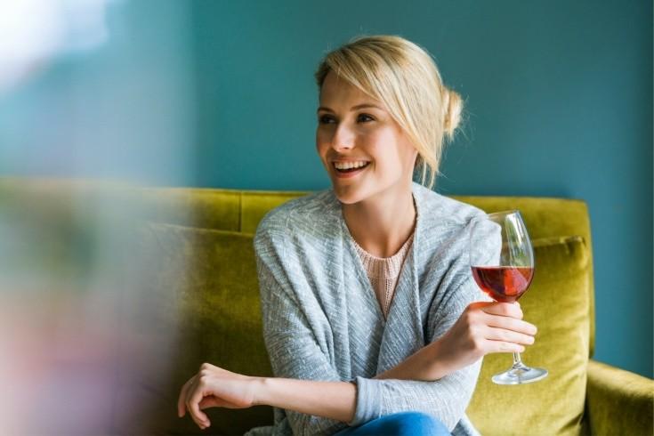 Почему женщинам нельзя пить алкоголь наравне с мужчинами, мнение экспертов