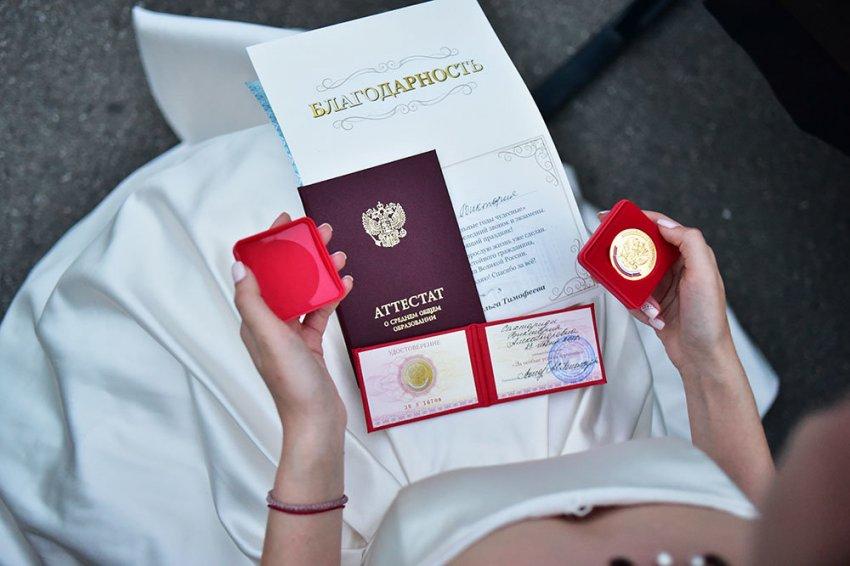Когда в России выпускникам 11-х классов будут вручать аттестаты и медали