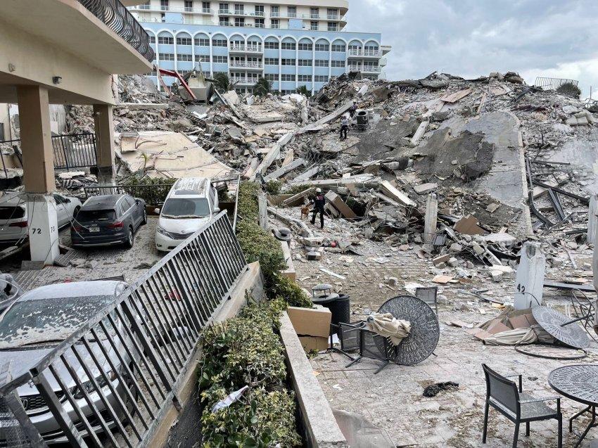 В Майами обрушился 12-этажный дом с более чем 100 квартирами, что известно сейчас