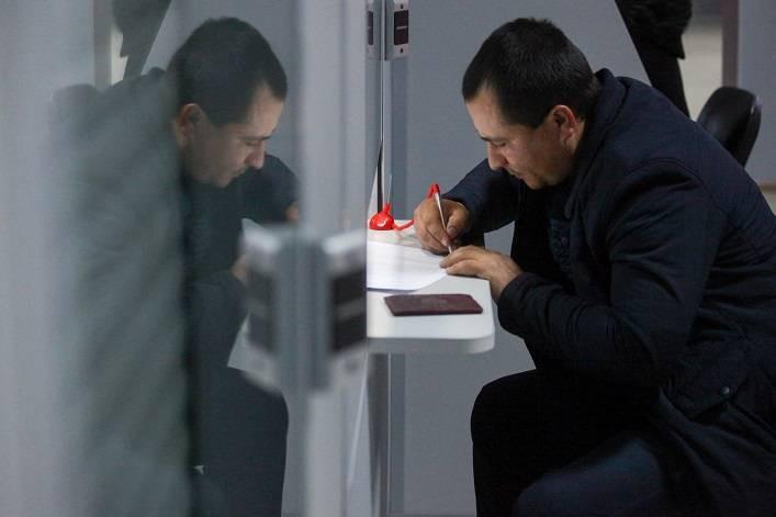В МВД РФ предложили отказаться от разрешения на временное проживание для мигрантов
