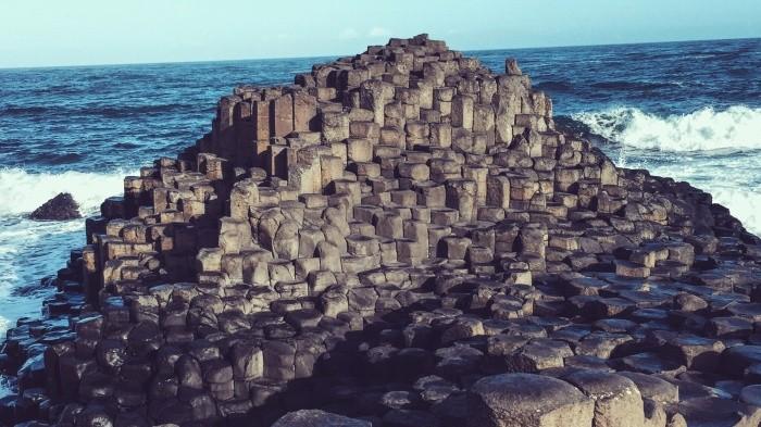 Легенды и происхождение Мостовой гигантов в Ирландии