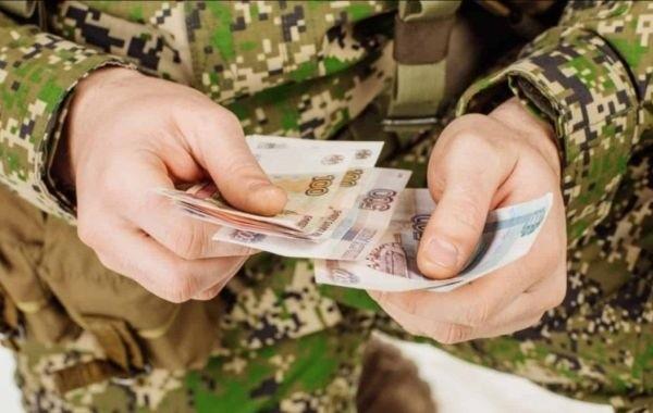 Военные и полицейские пытаются понять сроки перечисления выплаты в размере 15000 рублей