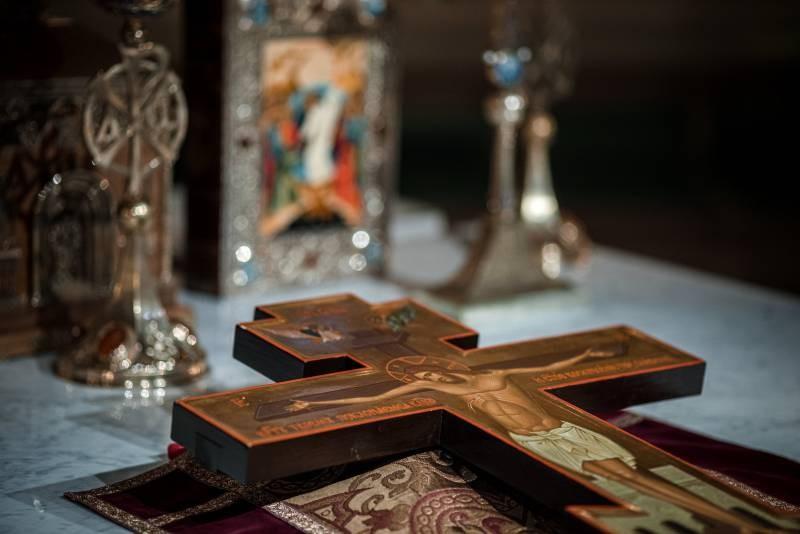 Православныехристиане отмечают большой праздник Воздвижение Креста Господня