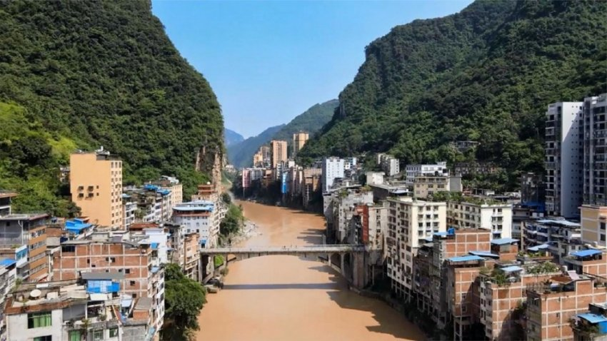 Как живут в самом узком городе мира