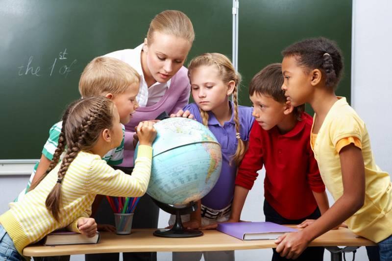 Какого числа в России отметят День учителя в 2021 году