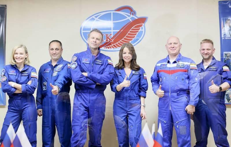 Юлия Пересильд и Клим Шипенко продолжают снимать фильм «Вызов» на МКС